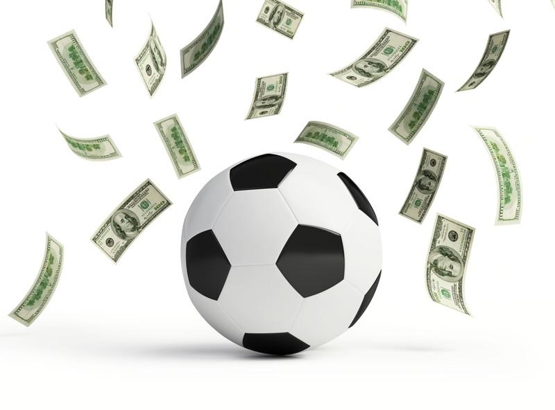 サッカー お金